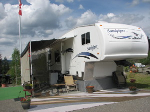 Pros and cons to adding a screen room to your RV